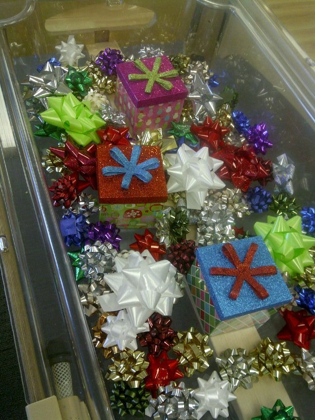 Christmas sensory tub - use our tinsel Gloucestershire Resource Centre http://www.grcltd.org/scrapstore/