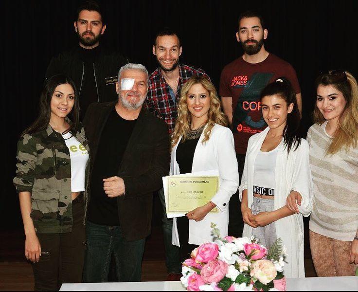 Drama İstanbul Oyunculuk Atölyesi'nde muhteşem bir söyleşi gerçekleştirdik. Ekibin enerjisi harika, çok iyi işler yapacaklarından eminim�� @kutukogluavni hocam ve değerli hocalarının sayesinde önemli isimler yetişiyor������ #dramaistanbuloyunculukatolyesi #oyunculuk #tiyatro #sinema #atölye #sanat #eğitim #emek #başarı #söyleşi #seminer #uzmanpsikolog www.omayasammerkezi.com http://turkrazzi.com/ipost/1524663610537499891/?code=BUosXnMDVzz