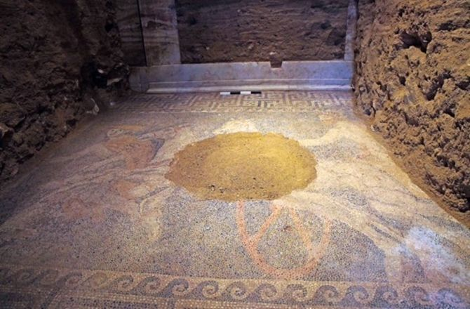 Stunning Mosaic Floor Uncovered in Greece's Mystery Tomb : Discovery News A large section of a mosaic floor showing a chariot in motion has been unearthed in the second chamber, behind the caraytids.