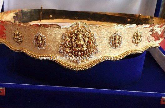The lightweight pancha Lakshmi vaddanam with nakshi work intricate Goddess Lakshmi motifs on the gold waist belt. traditional gold vaddanam nakshi work