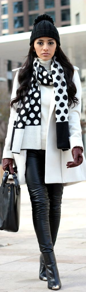 Black and White Style | BuyerSelect.com
