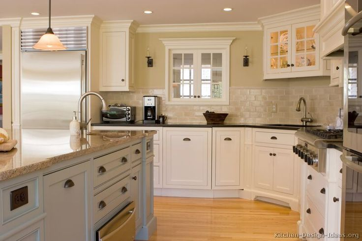 Early american kitchens from kitchen design for Early american kitchen cabinets