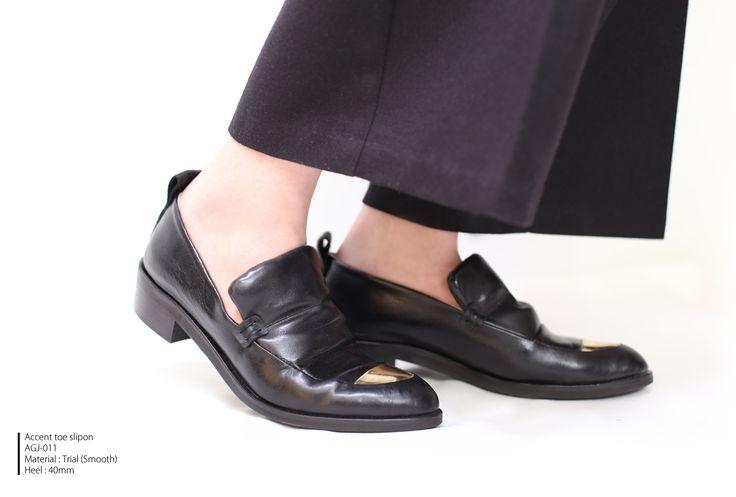 マチコです柔らかいスムースレザーのスリッポン ちらっと覗くアクセントゴールドが素敵でしょ AGENT GREIPAccent toe slipon AGJ-011  #エージェントグレイプ#シューズ#スリッポン#shoes#manish#fashion#cute#love#slipon