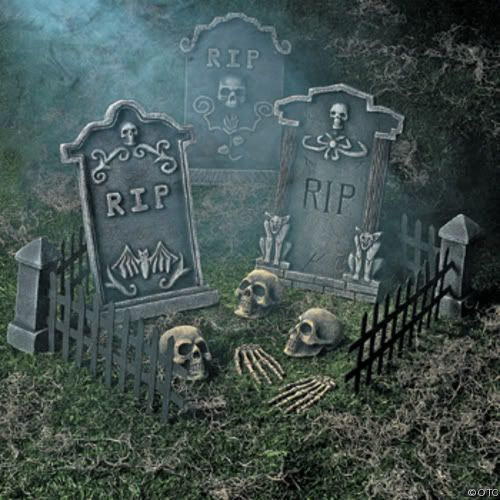 Haunted Halloween Graveyard for Small Spaces #decorating