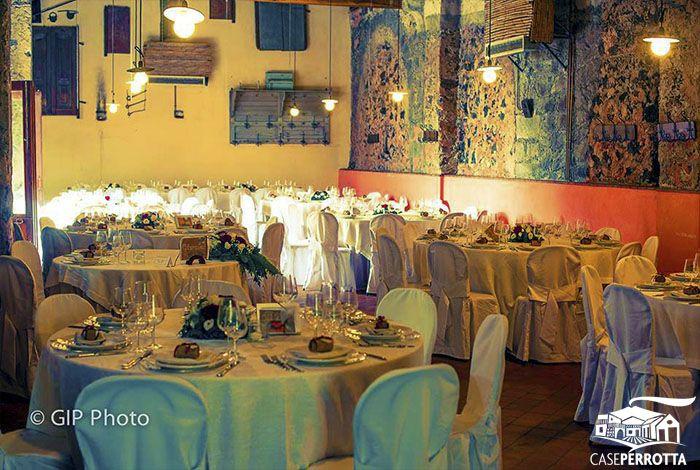 Allestimento sala Cantina con tavoli rotondi per matrimonio