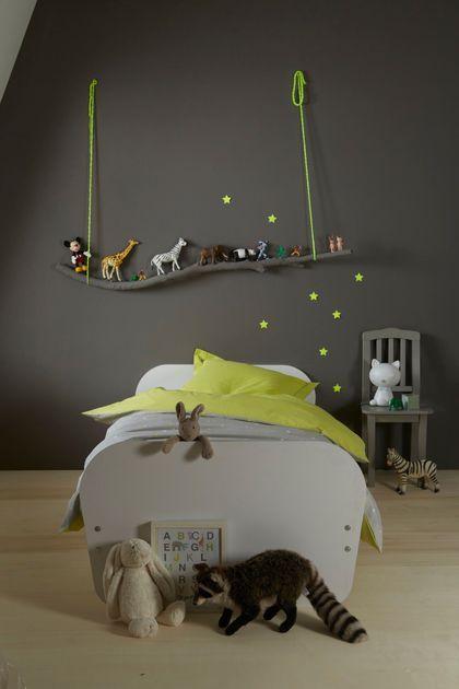 Un décor mural onirique dans la chambre de petit garçon