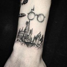 """1,351 curtidas, 33 comentários - Lucas Martinelli (@lucasm_tattoo) no Instagram: """"Mini Hogwarts. . Dúvidas e orçamentos - WhatsApp (11) 94240-4706 . #tattoo #ink #inked #inkedmag…"""""""