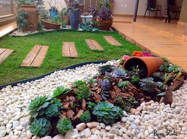 Clay Pots Decorative Stone And Flowers 28 Ideas For The Most Unlikely Garden Design Succulent Garden Design Garden Design Succulent Landscape Design