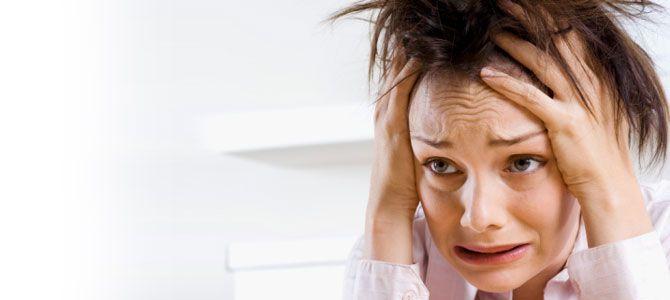 Un evento particolare come la morte di una persona cara, la perdita di un lavoro, per la fine  di un amore o di un'amicizia intensa. Sono reazioni fisiologiche ad eventi che suscitano tristezza, dispiacere, scoramento, e  testimoniano la nostra sensibilità e la ricchezza della nostra affettività. Ma la depressione è un' altra cosa ... http://www.psicoterapiadinamica.it/tag/malattia/