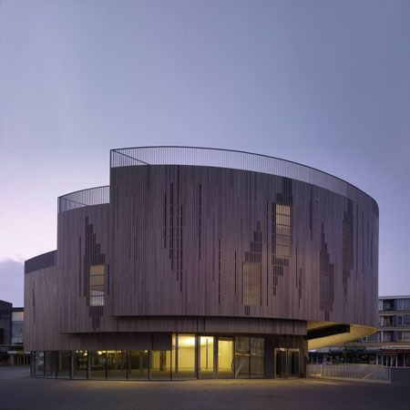 Pavilion for the pedestrianised central market square at Roosendaal in the Netherlands by René van Zuuk Architekten