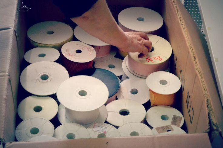 Preparare gli scatolini da portare fuori dal negozio... uno a uno, catalogando il contenuto, pian piano... #nonsmettodifare