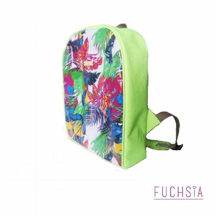 Una foto de costado nunca esta demás no? Y este backpack tiene tanta personalidad que le tomamos muchísimas!!! Como les contamos en Twitter es para personas que les gusta tomar riesgos .. Su color verde fosforescente nos tiene encantados ! Para consulta de precios puedes escribir a fuchsiavzla@gmail.com #designersvzla #designersvenezuela #diseñovenezolano #venezuela #merida #cartera #bolso #backpack #morral #fuchsia #tiendafuchsia #fuchsialovers #fuchsiabags #closetcriollo #closetvenezolano…