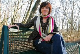 Birgit Schrowange stiftet Bank für Ihren Sohn. #bankespende #banksponsoring #parkbänke #köln #birgitschrowange #spender #spenden #stiftung #geschenkidee
