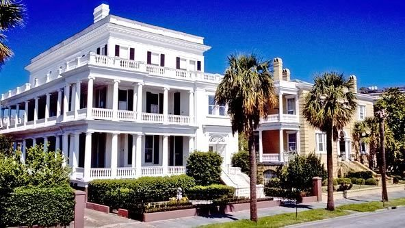 Beautiful houses on the battery (Charleston, SC): Charleston Sc, Battery Showca, Design Chic, Charleston Charms, Carolina Finest, Historical Home, Carolina Coast, Charleston South Carolina, Historical Preserves