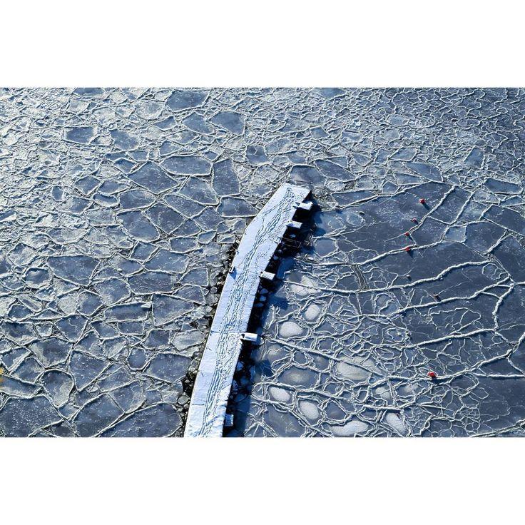 """Fantastic photo by @ma_benja  """"#pier #brygge #sprekker #cracked #sea #ice #winter #vinter #frozen #snow #snø #nrktelemark #visittelemark #yrno #2vær #ilovenorway #vghelg #utno…"""""""