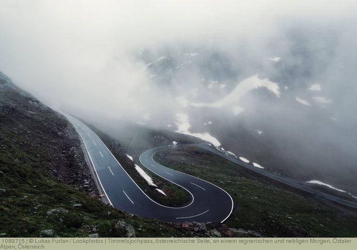 Timmelsjochpass, österreichische Seite, an einem regnerischen und nebligen Morgen, Öztaler Alpen, Österreich