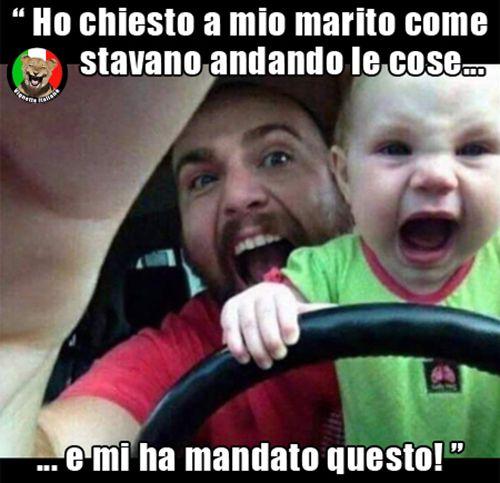 Papà e figlio, marito spericolato alla guida. Vignetta e Vignette divertenti in italiano e italiane.