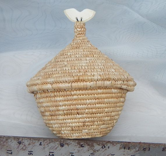 Inuit Eskimo traditional Basket with ULU carving as finial on lid. ~5x5x5