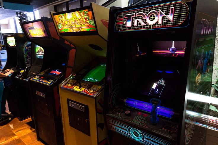 Disney's Tomorrowland Starcade reopens with over two-dozen vintage arcade games. The Tomorrowland Starcade quietly reopened this past weekend featuring 26 vintage arcade games, two pinball machines, and a air hockey table.
