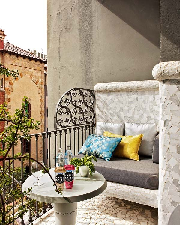 Outdoor Specialty Balcony Welcome to El Palauet Living Barcelona, a specialty hotel offering a blend of modern comforts and traditional details in the heart of Barcelona.