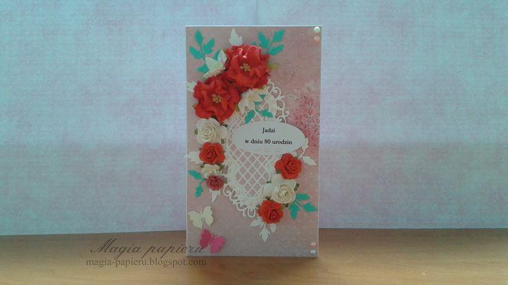 Kartka wykonana z okazji 80-tych urodzin. Do jej przygotowana użyto papierów ScrapBerry's – Summer Joy Collection, czerwono-białych kwiatów Wild Orchid Crafts oraz papierowych motylków.
