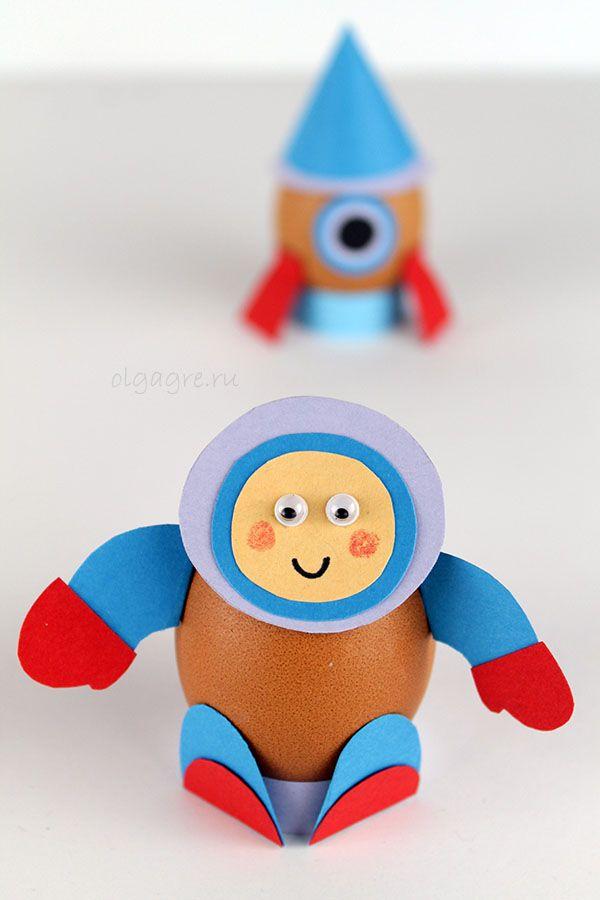 Поделки на Пасху своими руками. Космонавт и ракета - пасхальные яйца.