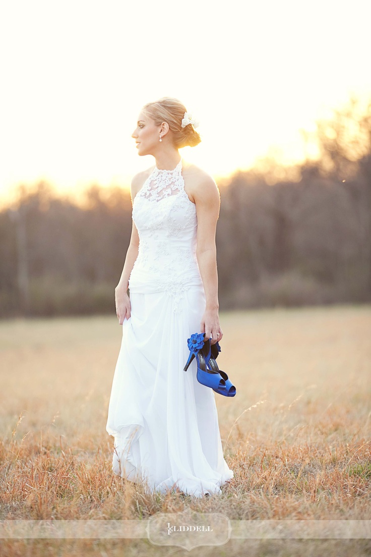 Bridal Portraits. Blue Shoes :)  Love this picture that my daughter took of one of her brides!Wedding Ideas, Blue Bridal Shoes, Bridal Portraits, Blue Shoes, Dance Shoes, Colors Shoes, Pink Shoes, Bluebridalshoes7Jpg 7361104, Bright Colors