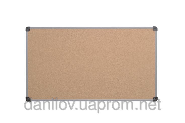 Доска для объявлений пробковая Эконом, фото 1. Поверхность из натуральной пробки. Пластиковая рама S-line имеет уголки с отверстиями для крепления доски к стене в 4 х точках. Возможно горизонтальное или вертикальное крепление.Размер рабочей поверхности 90х120 см. При установке не требуется разметка стены. Поставляется с монтажным комплектом. Возможность крепления информации с помощью булавок и кнопок.