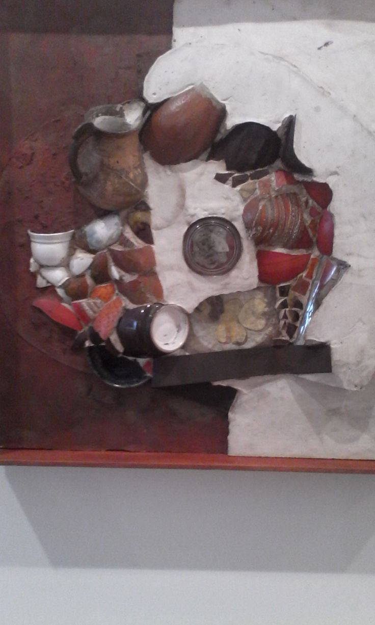 Beatriz Daza Fragmentos de la tarde  1968 Ensamble de objetos y mecanismo de reloj
