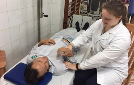 In November 2016, Master of Physiotherapy student Rachel Haines travelled to Vietnam for a four-week student placement with the Học Mãi foundation, along with 20 other medicine and allied health students from the University of Sydney.