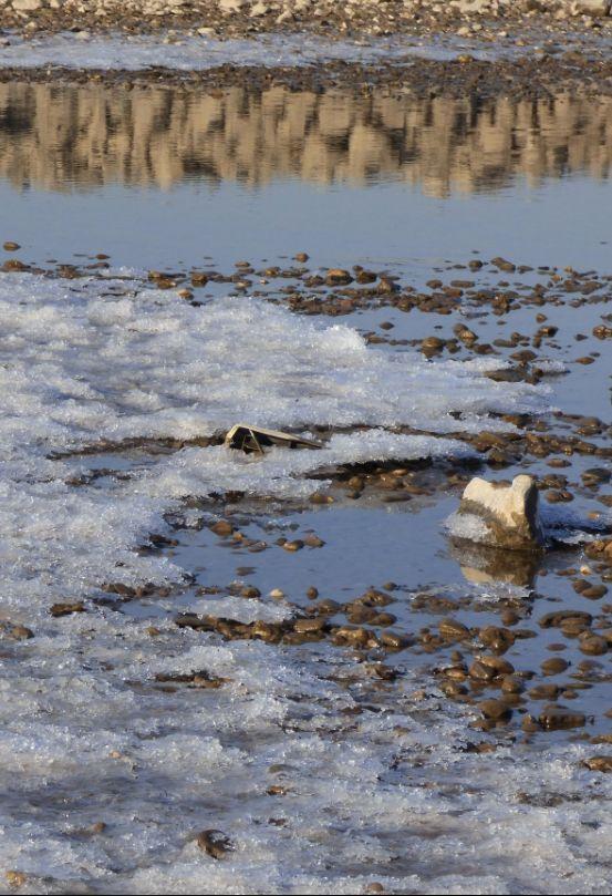 Spiegelwasser und Eis, Rhein bei Worringen, Foto: S. Hopp