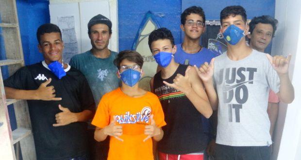 Alunos que participaram do Projeto Jovens do Futuro em São Vicente (SP) recebem certificados. | Surftoday