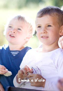 Emmae e Viola, Sono le bimbe di Nicola, due tipette tutto pepe! Le vedrete spesso in giro a scorazzare tra i prati, il parco giochi e la serata baby pizza e baby dance!