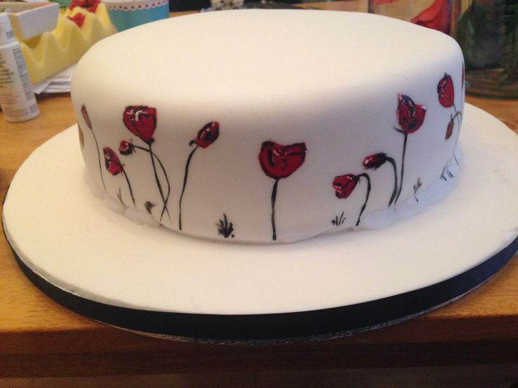 More painted poppies on cake...my mums wedding cake...the start off ❤️