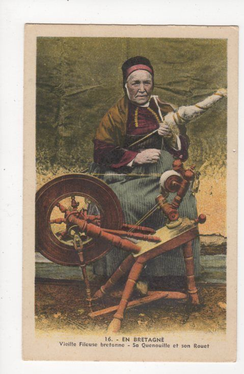 Bretagne Vieille Fileuse Quenouille Rouet Vintage Postcard France Spinning 039a