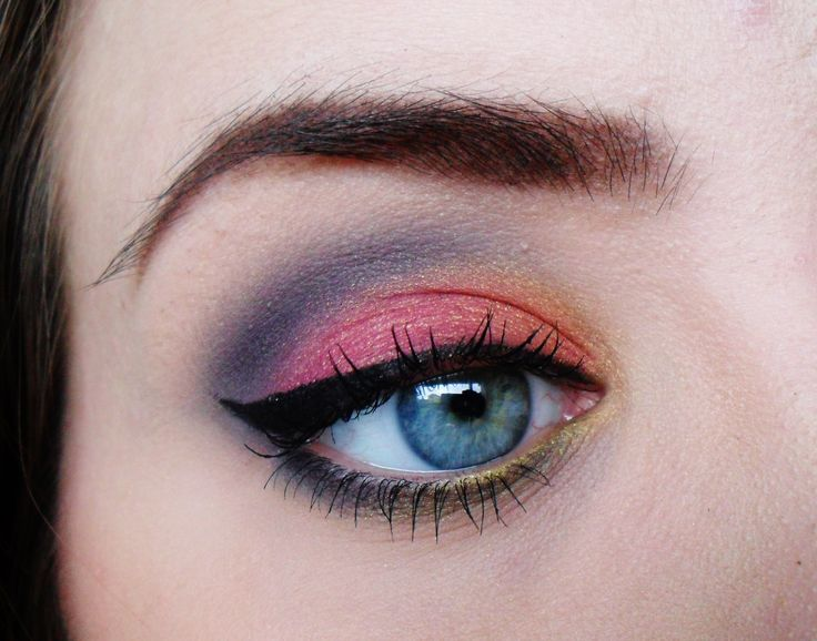 """""""From ashes to Phenix by Silje Beate"""" using the Makeup Geek Beaches and Cream, Corrupt, Galaxy, Razzleberry, Stealth, and Lemon Drop eyeshadows!"""