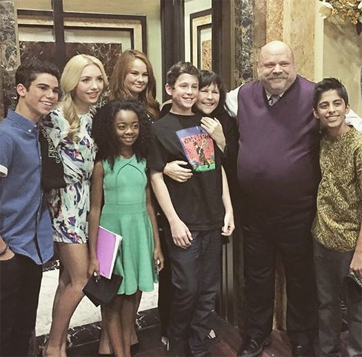 Jessie Season 4 series finale photo! OMG!!! im watching the last episode right now!!! im so sad i really want to cry! lol. so sad.................me, @AngieFiaschetti