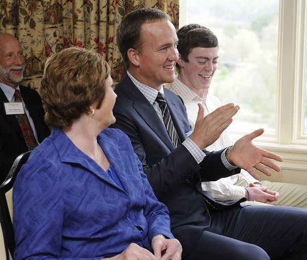 Peyton Manning presents Pat Summitt's foundation with Donation