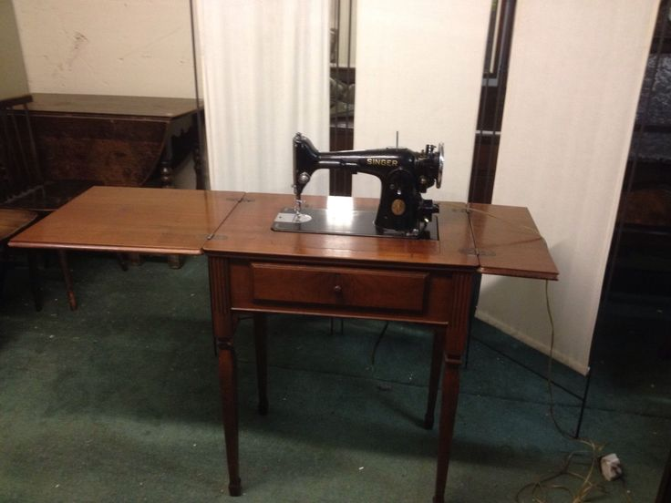 Charming Vintage 1936 Singer Sewing Machine In Beautiful Wooden Cabinet (778)