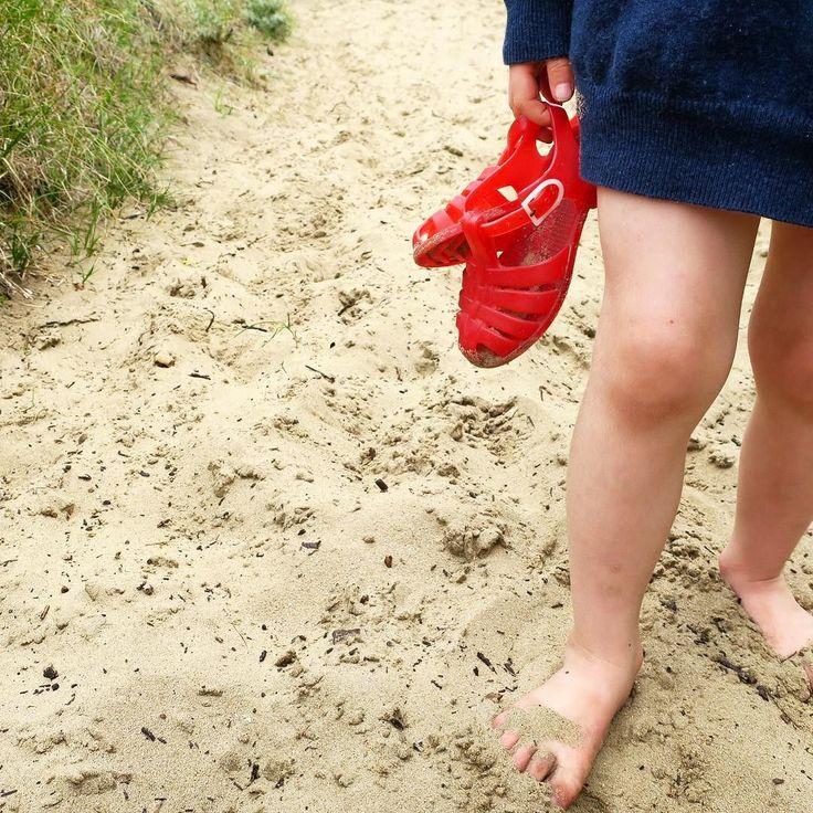 """Les chaussures en plastique de mon enfance !!  Nous on appelait ça des """"Fifi""""  Et vous ? #enfance #childhoodmemories #souvenir #souvenirdenfance #meduses #chaussures #shoes #kids #mykids #mygirl #love #mylove #mylife #famille #family #vacances #holidays . . The plastic shoes of my childhood !! We called it """"Fifi""""  And you?"""