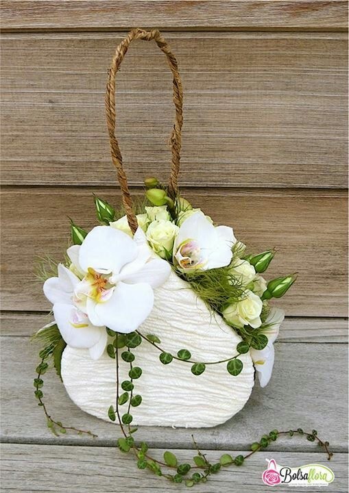 Flower purse  Centerpiece www.tablescapesbydesign.com https://www.facebook.com/pages/Tablescapes-By-Design/129811416695