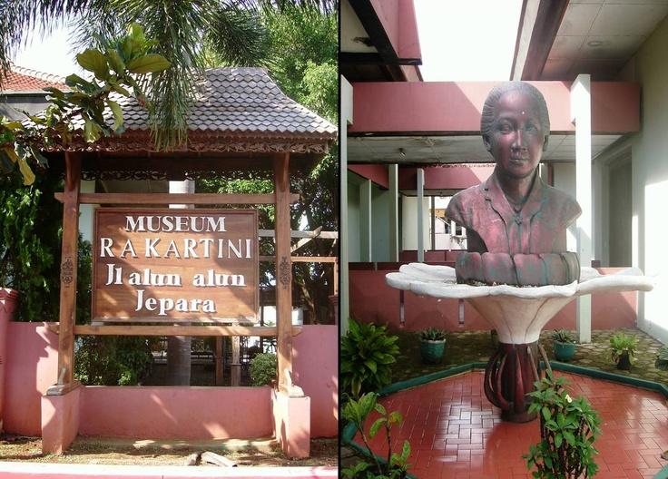 Museum RA Kartini, didirikan untuk mengenang jasa-jasa salah satu wanita paling terkenal di Indonesia. (The Museum RA Kartini, on the north side of the alun-alun, named after one of Indonesia's most celebrated women.)