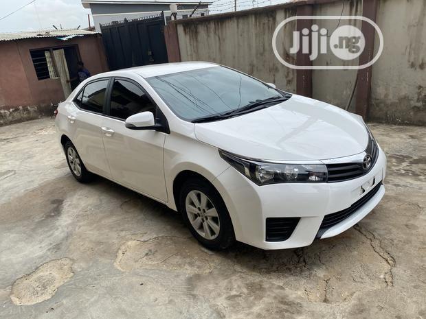 Toyota Corolla 2015 White In 2020 Toyota Corolla 2015 Toyota Corolla Corolla
