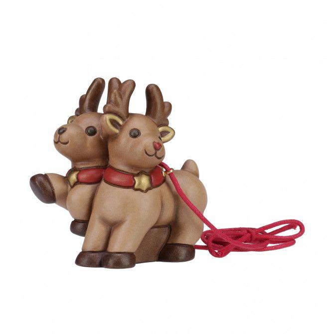 Crea la tua speciale slitta con i personaggi THUN! Componila e divertiti a scambiarne l'ordine unendo le dolci e vivaci renne in movimento al simpatico pinguino e a Babbo Natale per un decoro unico e originale.