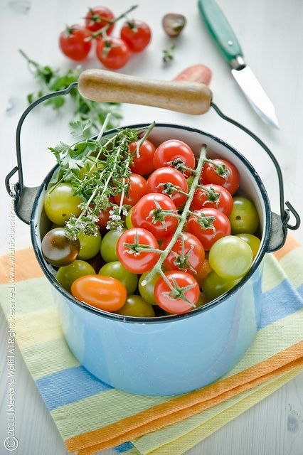 thevegetablemarket:  (via The color of tomatoes | Fruits &Veggies)
