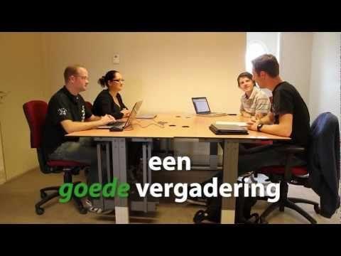 Effectief vergaderen. Klein studentengroepje doet het voor.... ietwat gekunseld...  - YouTube