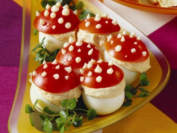 Gefüllte Fliegenpilz-Eier ist ein Rezept mit frischen Zutaten aus der Kategorie Eier. Probieren Sie dieses und weitere Rezepte von EAT SMARTER!