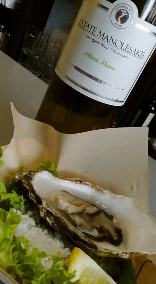 #oyestersaturday #cinque #winebarpsirri #winebar #psiri #athens #wines #winetasting #wine #winetime #timeforwine #winelover #lovewine #greekwine #greekgrapes #winegeeks #drinkgreekwine #instawine #winestagram #friends #instafood #drinks #foodporn #food #yamas #yummy #lovefood #supportgreekwine #travel