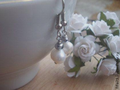 Серьги- Просто жемчуг. Серьги- Просто жемчуг.милые,небольшие,такие легкие и нежные...Серьги отлично подойдут для наряда невесты,для подружек невесты.Также после торжества серьги можно носить как классическое украшение.
