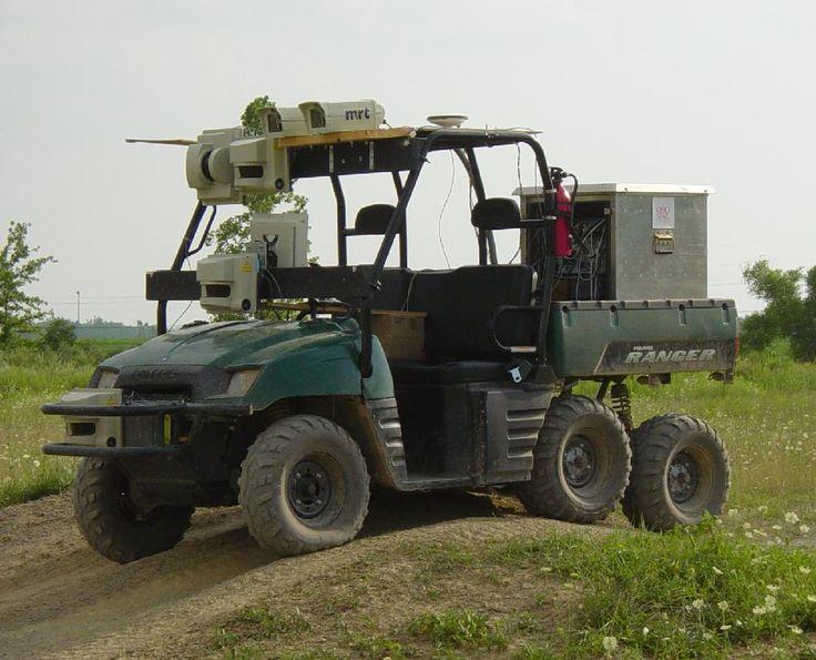 ION(Intelligent Offroad Navigator)。オハイオ州立大学のチームによって運用された自律走行に対応するロボットカー。同大学では自律的に一時停止したり障害物を回避できるロボットカーの研究などを行う。